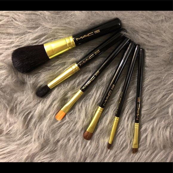 Brand New MAC 6pcs Brushes Set